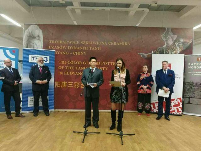 """Tłumaczenie podczas finisażu wystawy """"Trójbarwnej ceramiki dynastii Tang"""""""